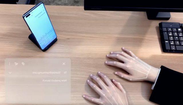 टाइपिंग के लिए नहीं पड़ेगी कीबोर्ड की जरूरत, Samsung ने पेश किया Selfie Type कीबोर्ड