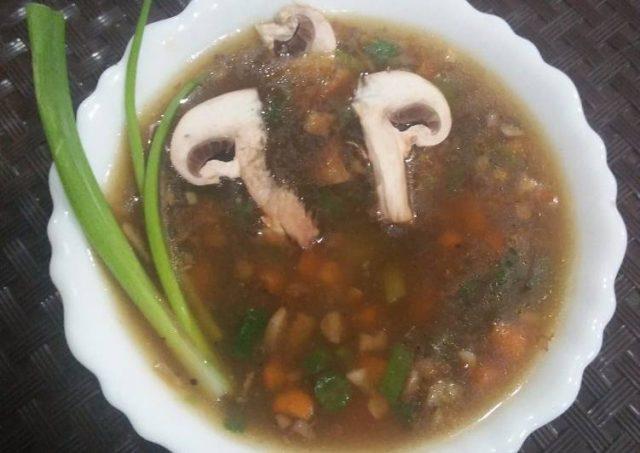 ठंड में सेहत का रखेगा ख्याल ये लहसुन मशरूम सूप, बनाने का तरीका भी जान लें