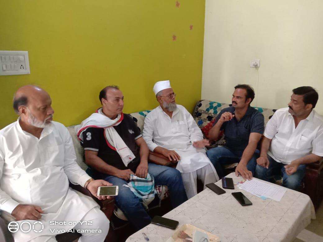 समाजवादी पार्टी के वरिष्ठ नेताओ  द्वारा एक बैठक का आयोजन