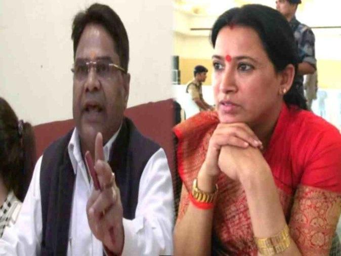 उत्तराखंड की कैबिनेट मंत्री रेखा आर्य के पति के खिलाफ गैर जमानती वारंट जारी, पढ़िये पूरा मामला