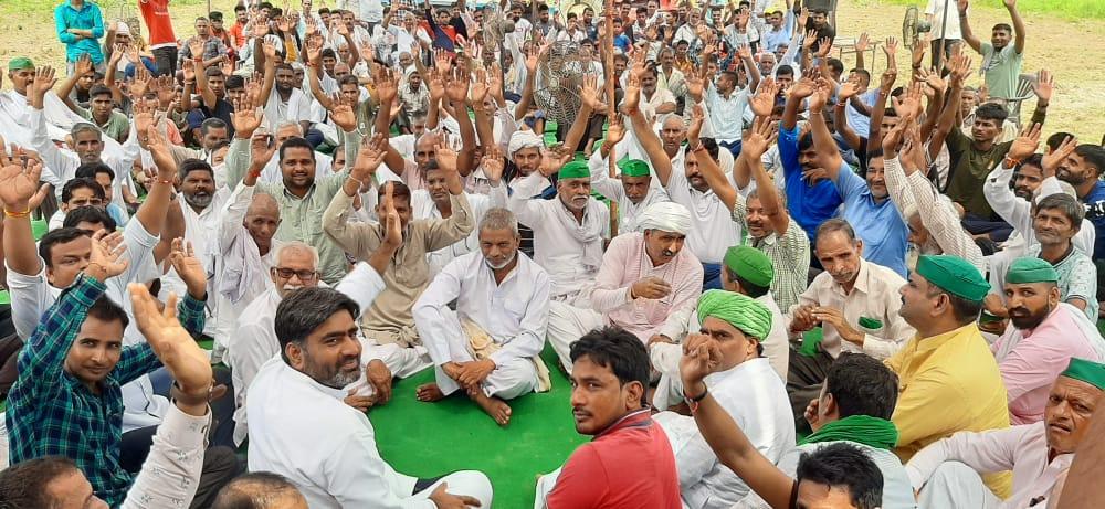सरधना क्षेत्र के गांव अख्केपुर में किसानों की महापंचायत किसानों को ठगने नहीं दिया जाएगा ठाकुर पुरण सिंह